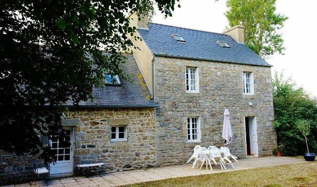 Maison moderne avec charme entre mer et campagne, casa vacanza a Lanhouarneau