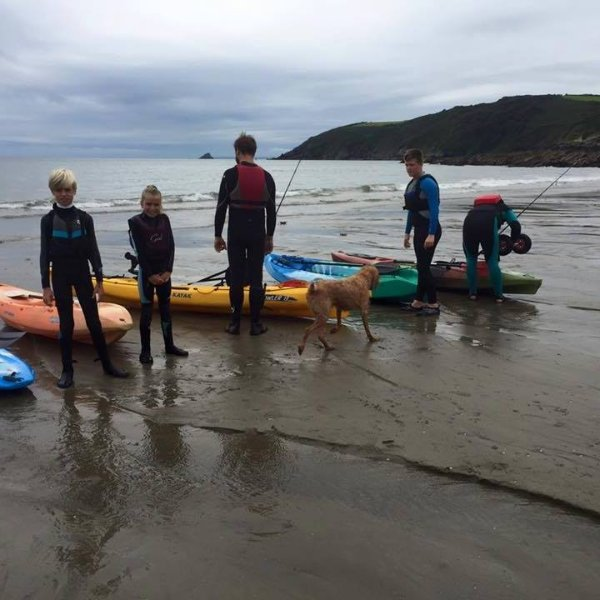 Kayaks disponibles para contratar.