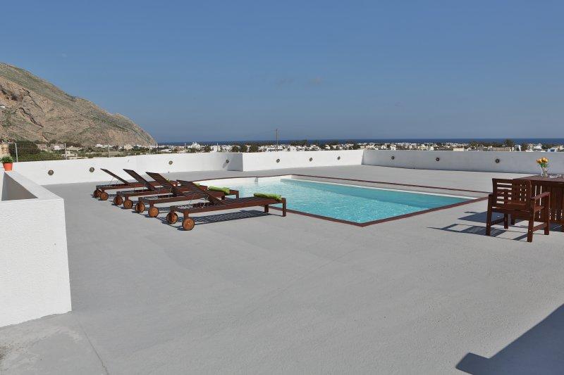 Rodeado por Pool Area