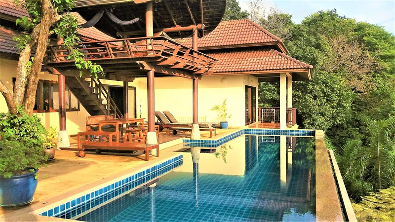 The Great Escape Villa, Kantiang Bay. Koh Lanta. Sea View with pool, sleeps 8, location de vacances à Ko Lanta