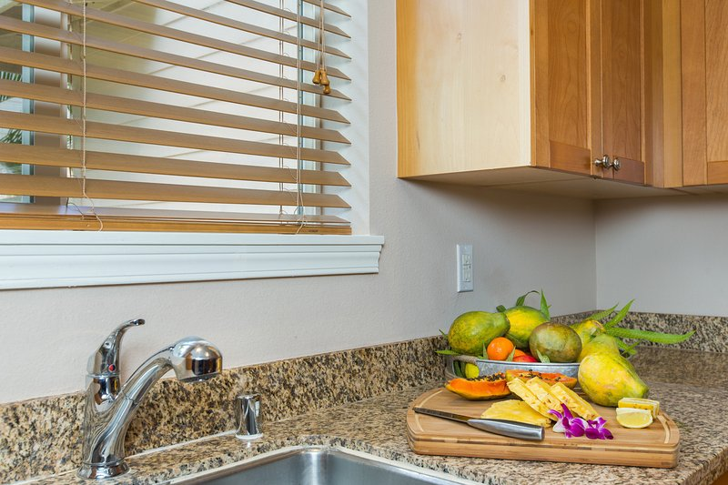 Kitchen and local fruits to be enjoyed.