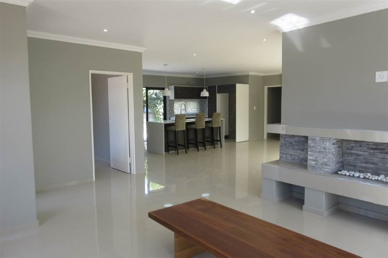 Modern Self catering 4 bedroom House, casa vacanza a Plattekloof