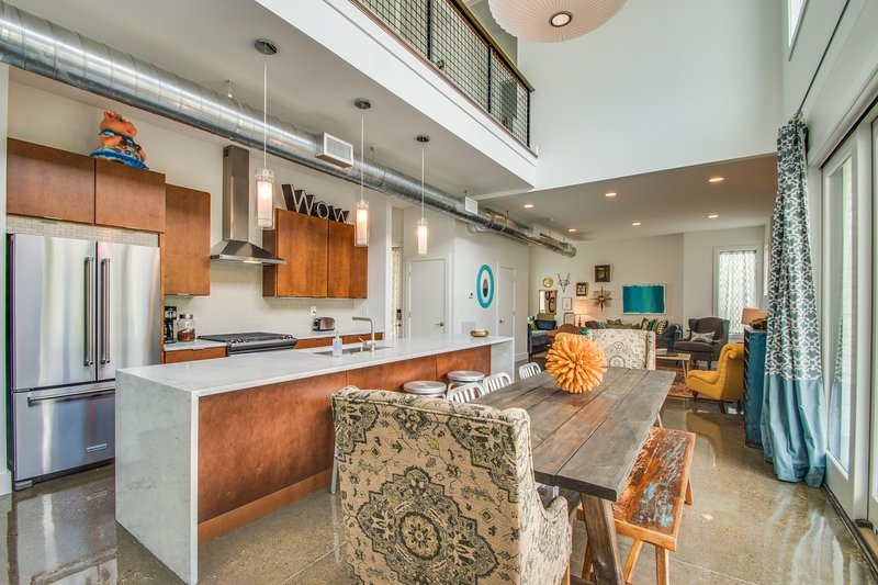 Townhouse with Rooftop Patio | Walk to Gulch, vacation rental in Nashville