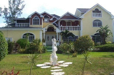 Alex Miller's..Design/ Built Bahamian Touch Studios..Quiet  ;upscale location ..5 min. walk to Beach