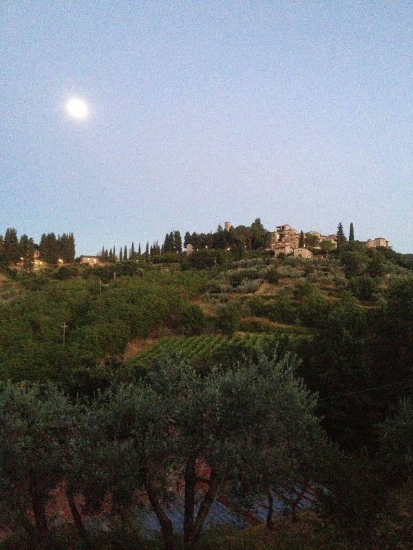 Luna sopra Montefioralle