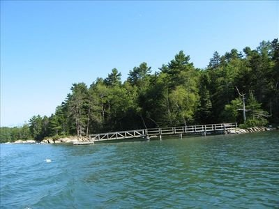 Private waterfront home and cabins with trails, dock, kayaks, location de vacances à Bayville