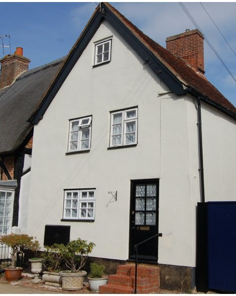 Shoemakers Cottage Winslow = 17th Century four storey town house with old world character