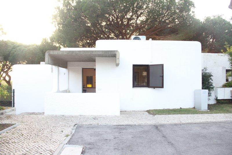 Private Villa next to Oceânico Old Course Golf Vilamoura, vacation rental in Vilamoura