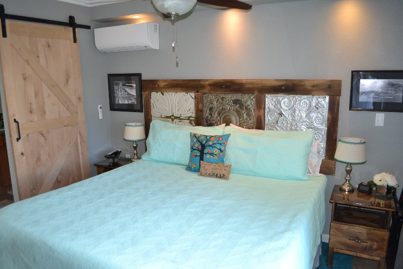 Pet Friendly Bayside Studio with Parking, vacation rental in San Diego