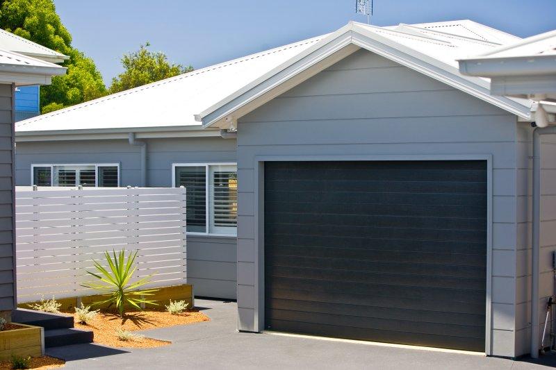 Villa 3, con cortile completamente chiusa, con accesso alla corsia posteriore dando una scorciatoia per la spiaggia