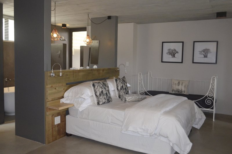 Ilanga studio apartment A, vacation rental in Plettenberg Bay