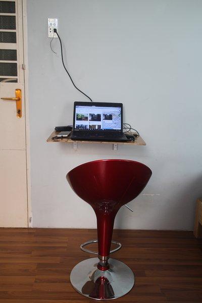 spazio di lavoro in camera da letto, tavolo pieghevole, è possibile chiuderlo per risparmiare spazio