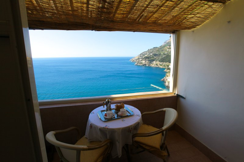 Terrace equipped with table, chairs, shower and sea view