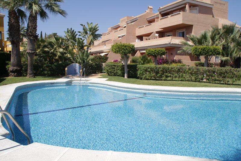Apartamento zona naturista con terraza y piscina., vacation rental in Playas de Vera