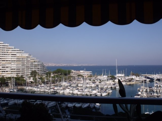 Grand studio avec vue mer et port imprenable, vacation rental in Villeneuve-Loubet