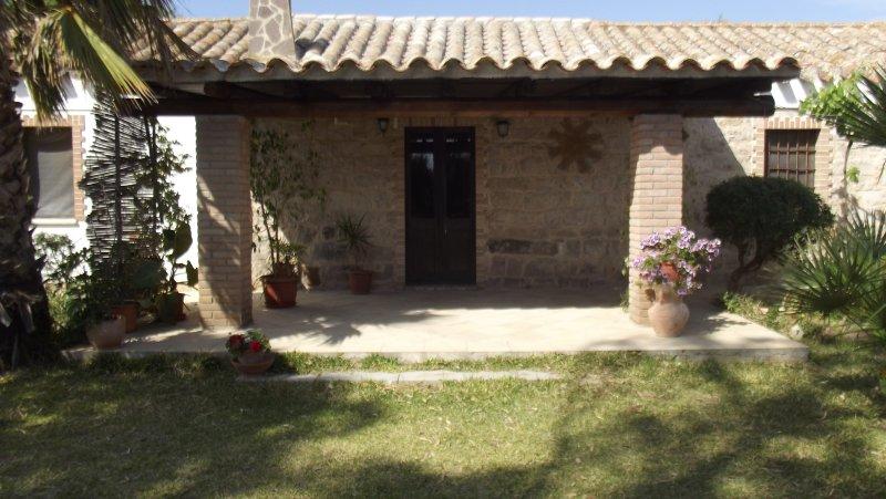Casa in campagna nel Sud  Sardegna a 2 km dalle dune di sabbia  di Porto Pino., vacation rental in Sant'Anna Arresi