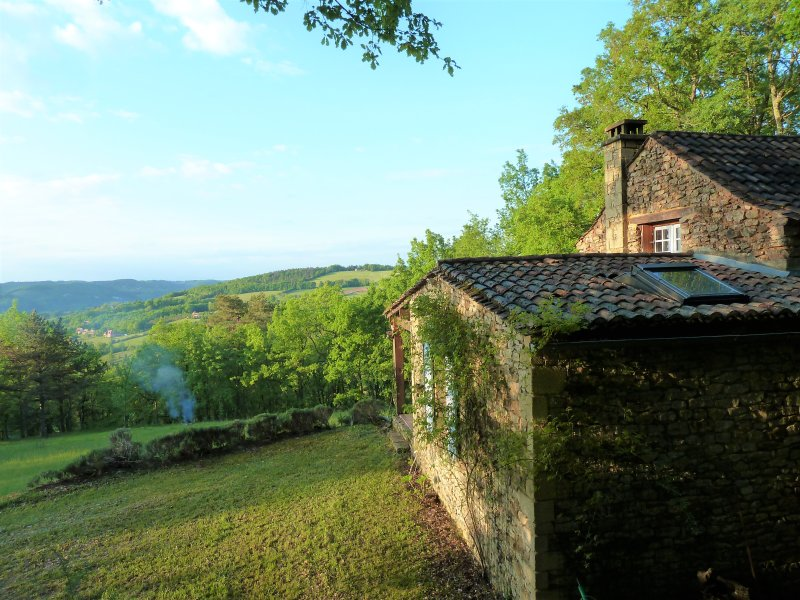 THE LITTLE MAISON IN THE PRAIRIE: AROMANTIC HIDEWAY FOR NATURE LOVERS, vacation rental in Berbiguieres