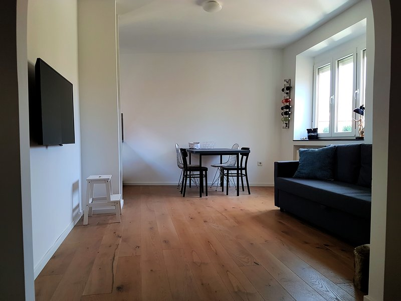 Downtown Zagreb, 2 bed apartment across beautiful and quiet park, vacation rental in Zagreb