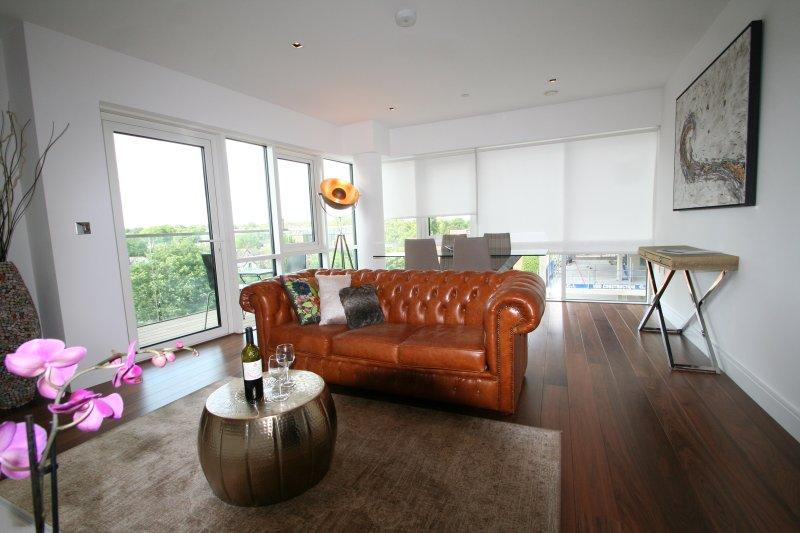 Super Deluxe Apartment Ealing, London, location de vacances à Northolt