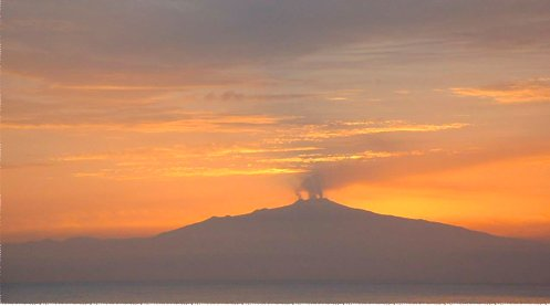 Etna ver ao pôr do sol a partir da varanda dos quartos