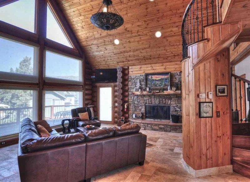 Two Custom Cabins - 9 BEDROOMS SLEEPS 27 – semesterbostad i Big Bear Region