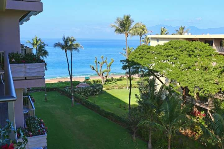 Kaanapali Beach - 3 miles of white sand beach