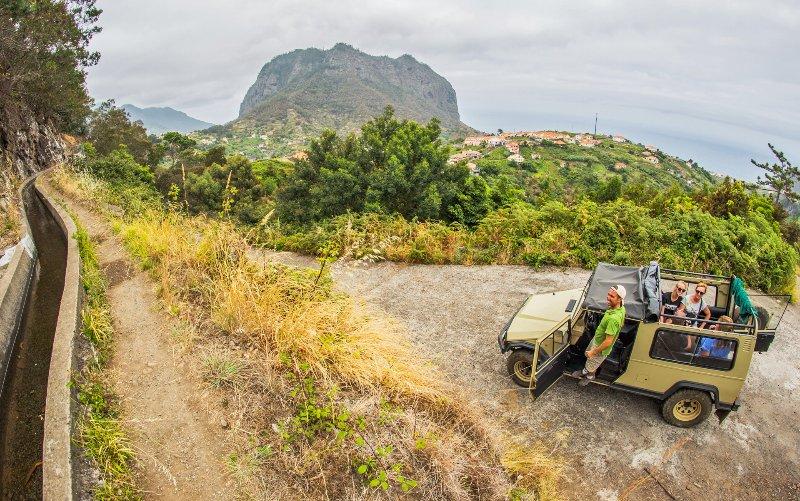 jeep tour con mi marido Miguel en un jeep UMM clásico convertible