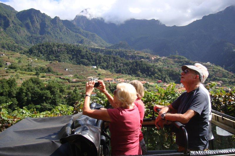 Relajante excursión en jeep con mi marido Miguel en un jeep UMM clásico convertible