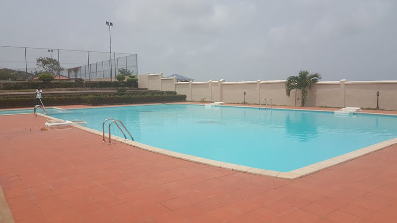 Swimming pool and children's pool plus tennis courts
