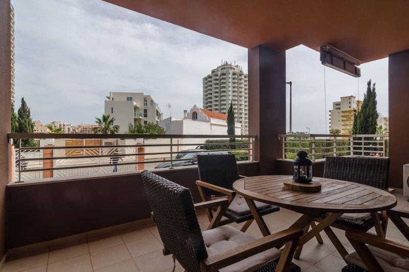 Pool, Beach, Wifi, A/C You Have Everything Here, vacation rental in Praia da Rocha