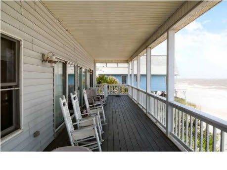 Deck,Porch,Building,Balcony,Indoors