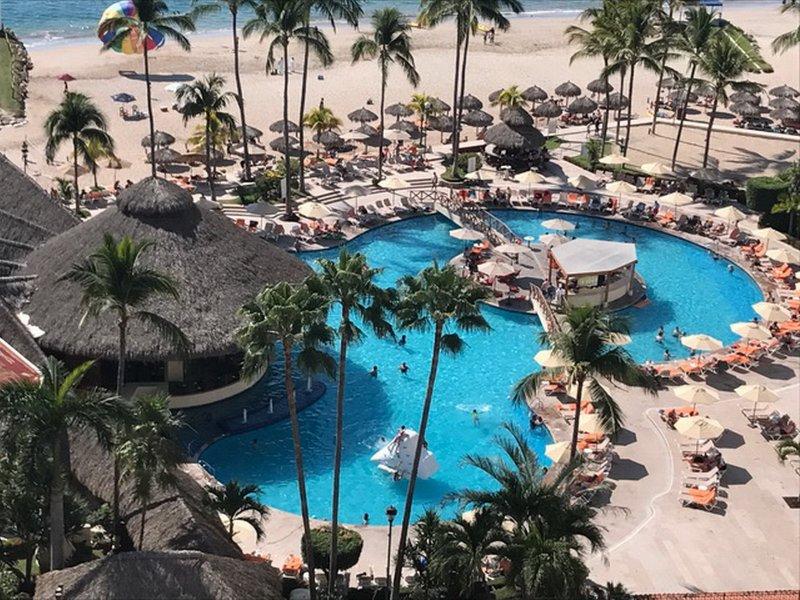 Vista desde el balcón a la piscina