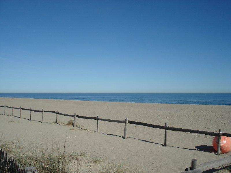 Los Grand Beach 50 metros.