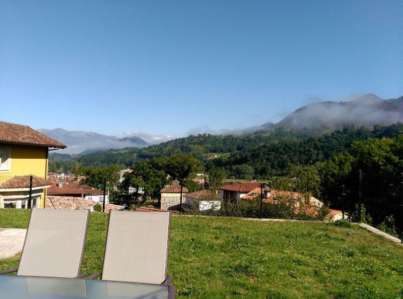 Estudio con jardin en Cangas de Onis, holiday rental in Tornin