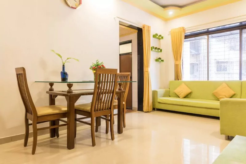 self catering 1 BHK apartment in kandivali east, vacation rental in Mumbai