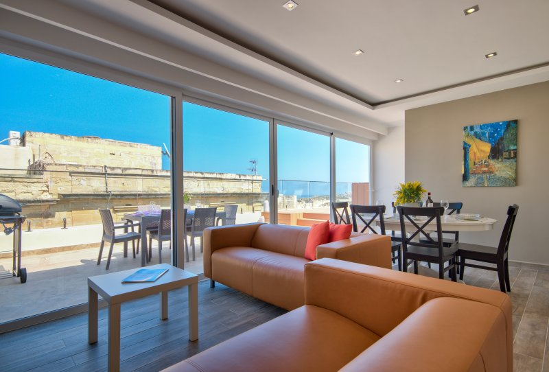 Amazing Harbour Views Valletta Duplex Penthouse, vacation rental in Mqabba