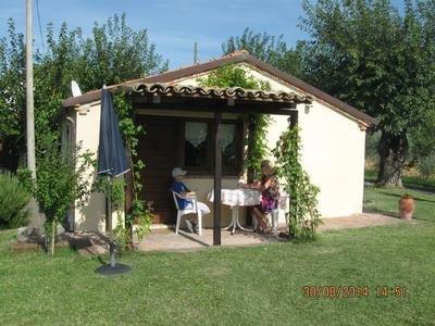 Ruhe und Erholung im separaten Ferienhäuschen, holiday rental in Montefortino