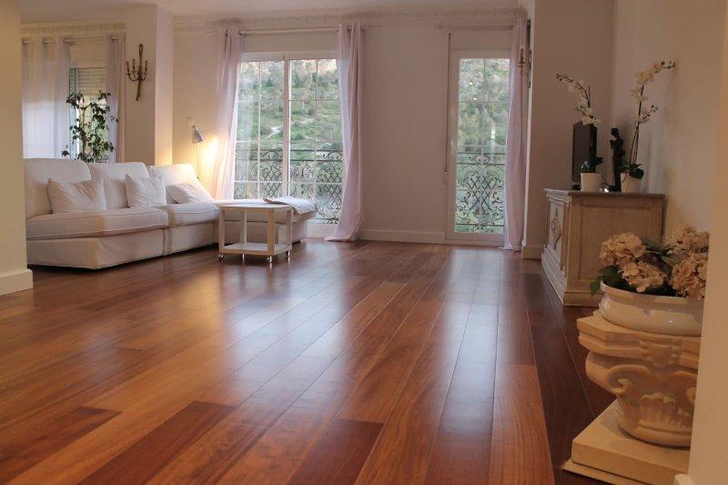 Amazing Apartment with Castle views close to the beach!, aluguéis de temporada em Benimantell