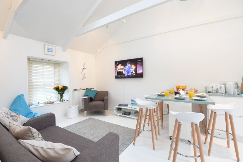 Perfectly Located Luxurious Seaside Living, holiday rental in St Ives