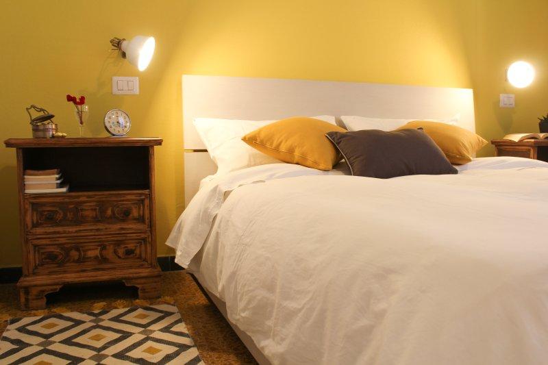 Room Yellow - B&B Buen Aire Cagliari, vacation rental in Maddalena Spiaggia