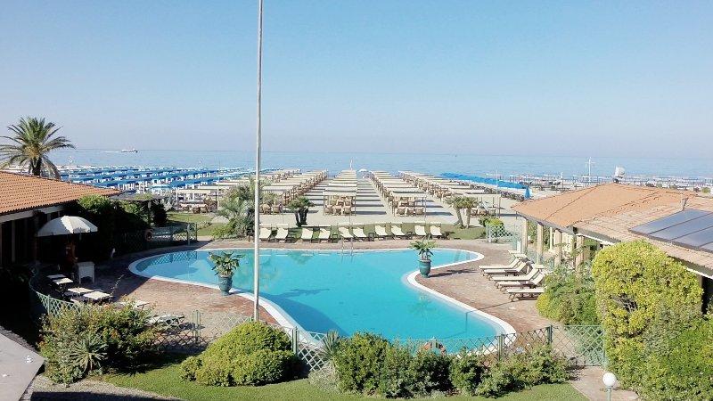 ❤️ Soleado Bagno Giardino ❤️ + tenda sul mare!, vacation rental in Marina di Pietrasanta