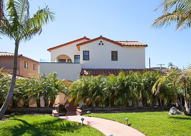 Remodeled Bay-View Condo w/ Private Patio - Minutes to Bay & Downtown, vacation rental in San Diego