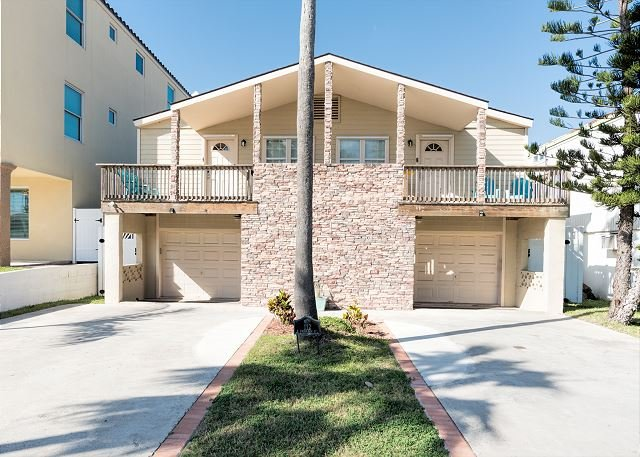Remodeled Beauty w/ Private Pool - Walk to Beach, Restaurants, holiday rental in South Padre Island