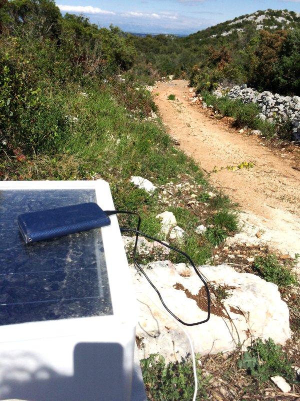 Wi-Fi gratuito y charceg solar en el medio de los campos de olivos, gran senderos de trekking todo cerca de!