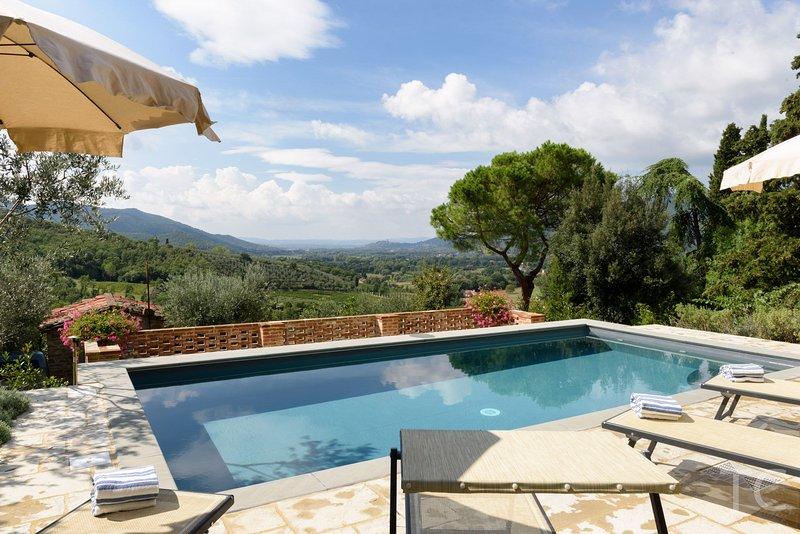 Casa dei Sogni, Stefano - An attractive air conditioned stone farmhouse with Private Pool -  set within a small Tuscan borgo, aluguéis de temporada em Castiglion Fiorentino