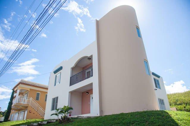 Casa lujosa cerca de Playa Jobos  para 18 personas, vacation rental in Isabela
