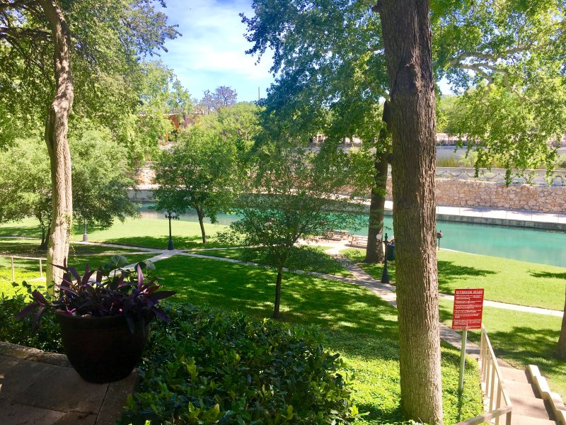 Comal hideaway 2bdr condo on the comal across from - 2 bedroom suites in new braunfels tx ...