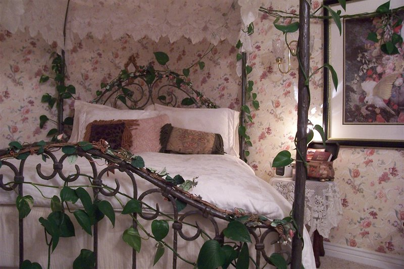 Victorian Rose Room, holiday rental in Huston