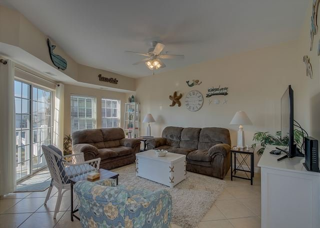 Spacious 2 story condo on the 2nd row + FREE DAILY ACTIVITIES!!!, holiday rental in North Myrtle Beach