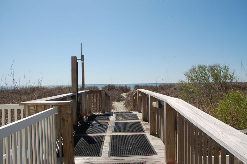 Boardwalk,Deck,Path,Sidewalk,Walkway
